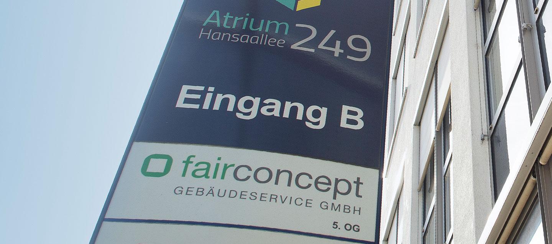 Eingangsschild der fairconcept Firmenzentrale in Düsseldorf